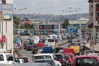 Doprava v Praze totálně zkolabovala! Ucpané centrum i magistrála, MHD nabírá velké zpoždění