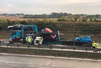 """""""Rozsypaná"""" auta i zraněné děti: Úterní nehody komplikovaly dopravu na Pražském okruhu"""