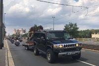 Motorkáři z Hells Angels ve smutečním průvodu Prahou: Zesnulého kolegu vyprovodili na poslední cestu
