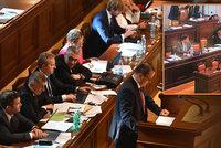 """Vláda získala důvěru, opírá se o komunisty. Babišovi """"ujely"""" nervy"""
