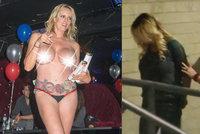 """Zadržení """"Trumpovy"""" pornoherečky: Nechala se osahávat při striptýzu, stěžuje si na spiknutí"""
