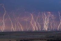 Na Česko se ženou silné bouřky, sledujte radar. A víkend proprší