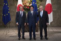 """Brusel a Japonci si """"plácli"""" na volný obchod. Ceremoniál zdržely záplavy"""