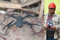 VIDEO: Zavalení dělníci jsou cizinci. Policie prohledává sutiny v centru Prahy dronem