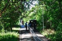 U Plzeňské v parku našli mrtvolu muže. Policie zjišťuje okolnosti úmrtí