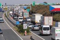 Tři lidé se zranili kvůli havárii na D8 u Roudnice: Po sedmi hodinách byl provoz obnoven