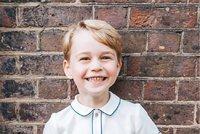 Narozeninová fotka prince George (5): Obleček za 2500 spustí šílenství