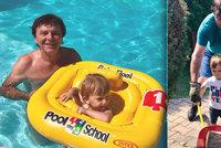 Prázdniny pohádkového prince Trávníčka: Se synkem skotačí v bazénu i na zahradě!