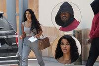 Co se stalo? Nenalíčená Kim Kardashian odcházela z nemocnice s manželem Kanyem!