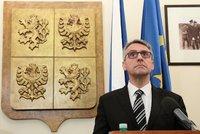 Diplomka ministra Metnara není podle školy plagiát. Šéf obrany dnes oznámí, zda rezignuje