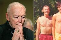 """Kardinál měl zneužít chlapce (11 a 16). Papež přijal jeho rezignaci: """"Bude se zpovídat"""""""