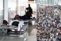 Poprask kvůli jedné ženě: Cestující museli spát na letišti, v Mnichově dál ruší lety