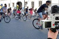 Po pěší zóně přes Václavák ne více než 20 km/h: Valná většina cyklistů to dodržuje, říká policie
