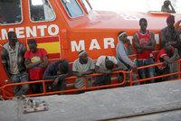 Proud migrantů do Španělska sílí. Poprvé jich z Afriky přišlo víc než 10 tisíc za měsíc