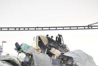 Děsivá srážka vlaků na Karlovarsku: Na místě jsou nejméně 3 mrtví a desítky zraněných!