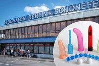 Bombová hrozba uzavřela část berlínského letiště. V kufru byly sexuální hračky