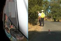 Řidič u Cvikova srazil turistu a ujel. Nehodu maskoval nárazem do zdi!