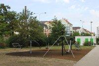 Staronová hřiště v Holešovicích: Přibývá tu vybavení, nový areál vznikne na Ortenově náměstí