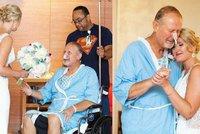 Nemocný otec nemohl být na svatbě své dcery. Nevěsta přišla za ním, aby si spolu zatančili