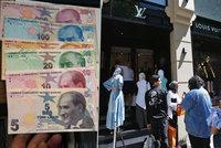"""Davy berou útokem luxusní butiky v Turecku. Díky slabé liře nakupují za """"pakatel"""""""