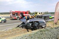 Vážná nehoda na Nymbursku: Srážka osobáku s dodávku si vyžádala zranění