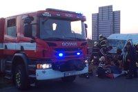 Kolony na Pražském okruhu: Dopravu komplikuje vážná nehoda u Třebonic směrem na letiště, dva zranění