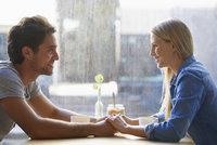 Kdy je žena zlatokopka a muž držgrešle: Názory párů na první rande popsal průzkum