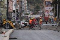 Libeň si konečně vydechne: Na Zenklovu se vracejí tramvaje, konec prací určí zima