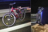 Muž vedl po dálnici D10 kolo: Srazilo ho auto a způsobil hromadnou havárku
