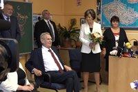 Zeman s paní Ivanou vítali pražské prvňáčky. Rodiče jim ukázali červené trenky