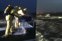 Kyselina u Odoleny Vody rozežrala silnici: Vandalové ji v okolí vylili záměrně, tvrdí místní