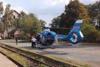 VIDEO: Muže a ženu srazil vlak v Neratovicích. Na pomoc letěl vrtulník