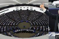 Google a Facebook budou muset platit za zprávy. Giganti v europarlamentu prohráli