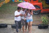 Supertajfun široký 900 kilometrů ničí Filipíny: Strhává střechy a ohrožuje miliony lidí