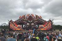 Na techno festivalu se předávkovaly stovky lidí drogami. Dva zemřeli