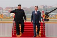 Pukají ledy. Jihokorejský prezident přistál za jásotu lidí v KLDR, vítal ho i Kim