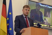 Hamáček ustupuje Zemanovi. Místo Pocheho chce za ministra náměstka Petříčka