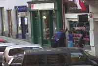 VIDEO: S ukradeným kolem daleko neodjel. Zloděj chtěl nenápadně zmizet, strážníci ho ale ve Štěpánské dohnali
