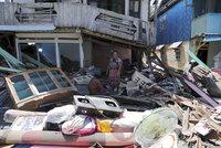 Dovolenkovým rájem otřáslo silné zemětřesení, úřady varovaly před tsunami