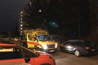 Zraněné dítě odvezla záchranka. Policie prověřuje okolnosti nešťastné události