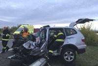 Kamion se na Ústecku střetl s autem, řidič osobáku na místě zemřel
