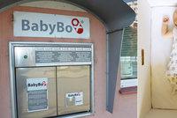 """Matka o Vánocích porodila a hned se syna zbavila: """"Ježíška"""" našli v babyboxu v Praze 6"""