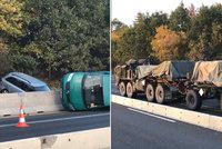 FOTO: Kolony před Prahou. Na D1 havarovala dodávka, místem projížděla vojenská technika