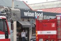 Požár na Smíchově: Hořelo v oblíbené italské tržnici Wine Food Market