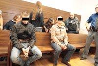Soud poslal dva Lotyše za z(a)bití muže v autobusu do vězení. Na místě se odvolali