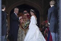 Svatba princezny Eugenie ONLINE: Nevěstě zkomplikovaly cestu k oltáři šaty