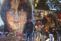 Johnova tvář v nadživotní velikosti: Umělec David (42) vrátil ikonu Lennonově zdi