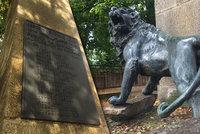Když vypukla Velká válka, tatínkové museli rukovat. V Troji střeží lev pomník těch, kteří se už domů nevrátili