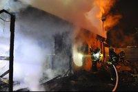 V Holešovicích hořela v noci chatka. Naštěstí v ní nikdo nebyl
