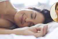 Která poloha je v posteli nejvhodnější? Fyzioterapeutka radí, čemu se rozhodně vyhnout!
